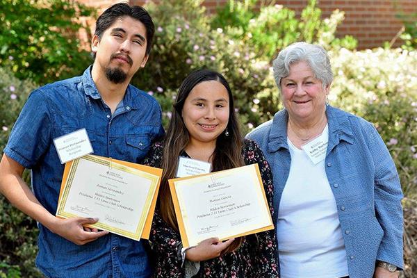 亚搏体育APP官网下载玛丽莎和亚历克斯获得奖学金